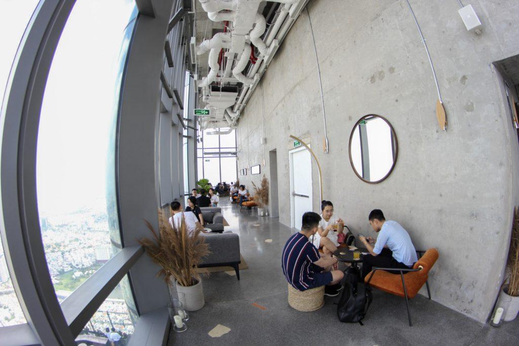 Ở Blank Lounge nhiều không gian để lựa chọn, Quán cafe tầng 75