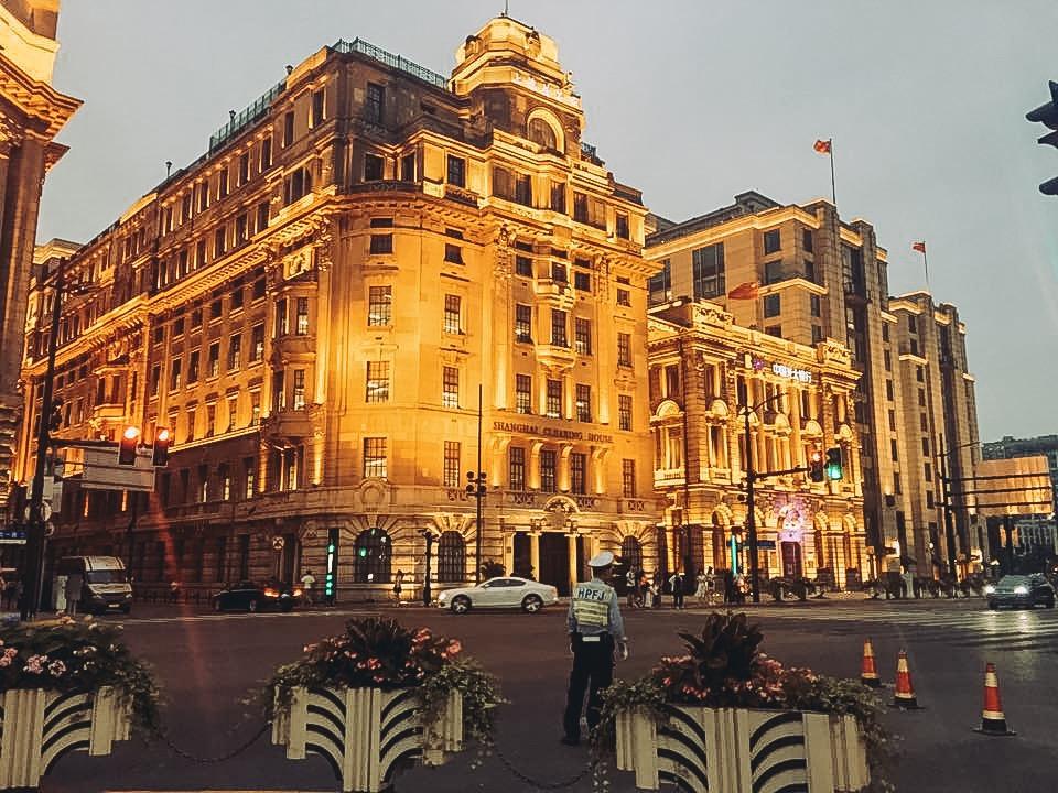 Tòa nhà cao tầng và những phố thời trang xa hoa như lạc vào trời Âu