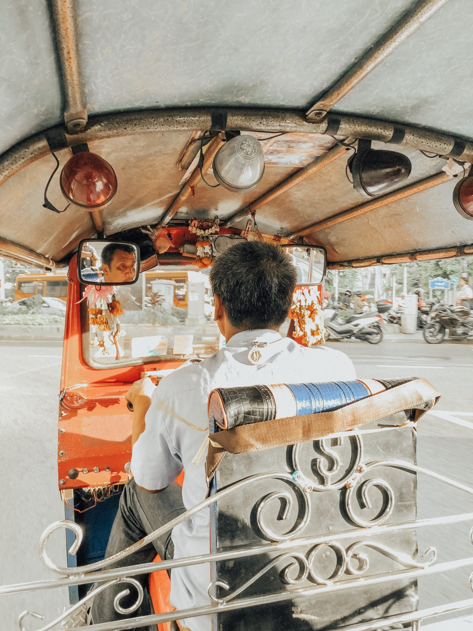 Khám phá Bangkok bằng Tuk tuk