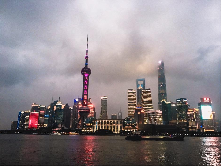 Bến Thượng Hải, là phía đối diện của Oriental Pearl Tower