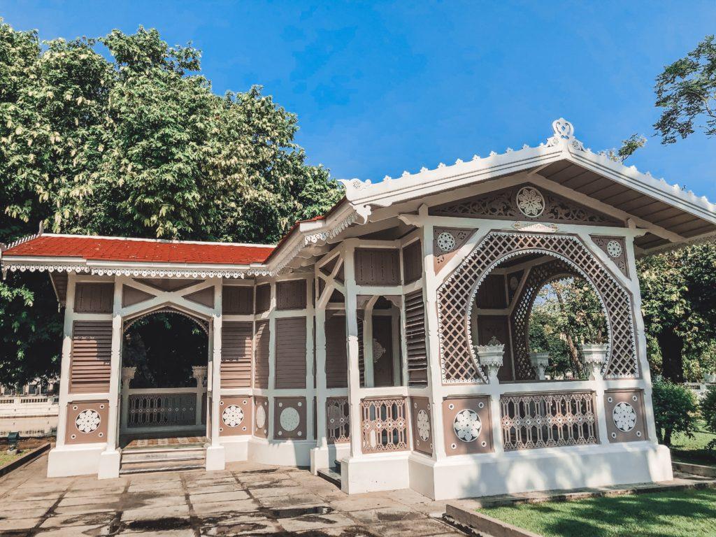 Nhà hoa được xây cùng Phra Thinang Uthayan Phumisathian  vào năm 1877