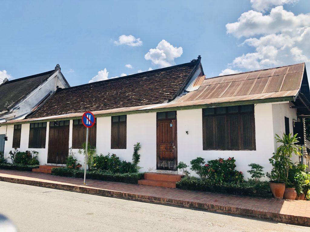 Kiến trúc nhà truyền thống của người dân Lào ở Luông Pha Băng